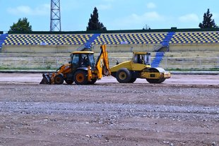 Ganja city stadium's hybrid grass changing process is going on (photos)