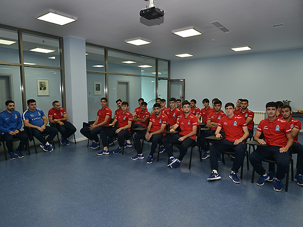 A meeting with U19 national team (photos)