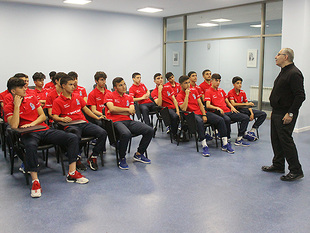 Workshop held for U-17's members (photos)