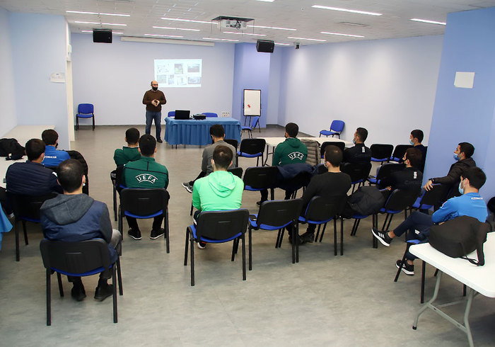 A seminar was held for the referees  }