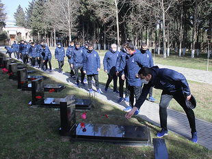Members of U-17 visited Alley of Martyrs (photos)